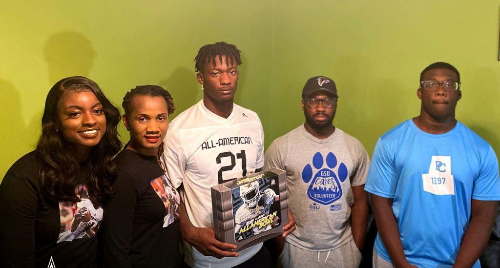 Linebacker Smael Mondon (Dallas, Georgia/Paulding Country High School), the five-star prospect, was officially honored today as a 2021 All-American