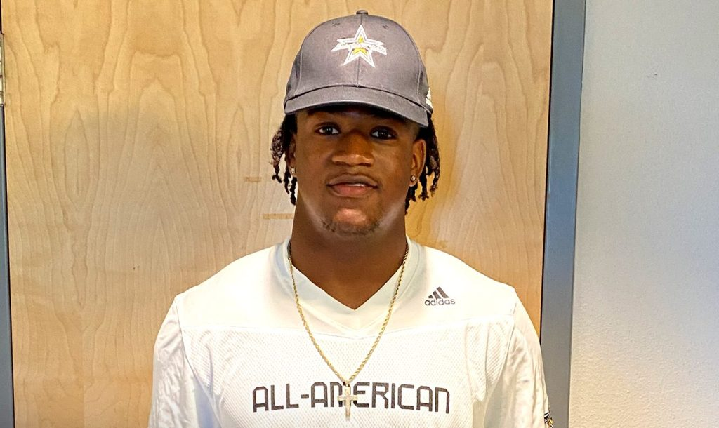 Linebacker Xavian Sorey (Bradenton, Florida/IMG Academy Academy), the No. 15 prospect in the nation, was officially honored today as a 2021 All-American during a virtual jersey presentation as part of the first episode of the Road to the Dome digital series.