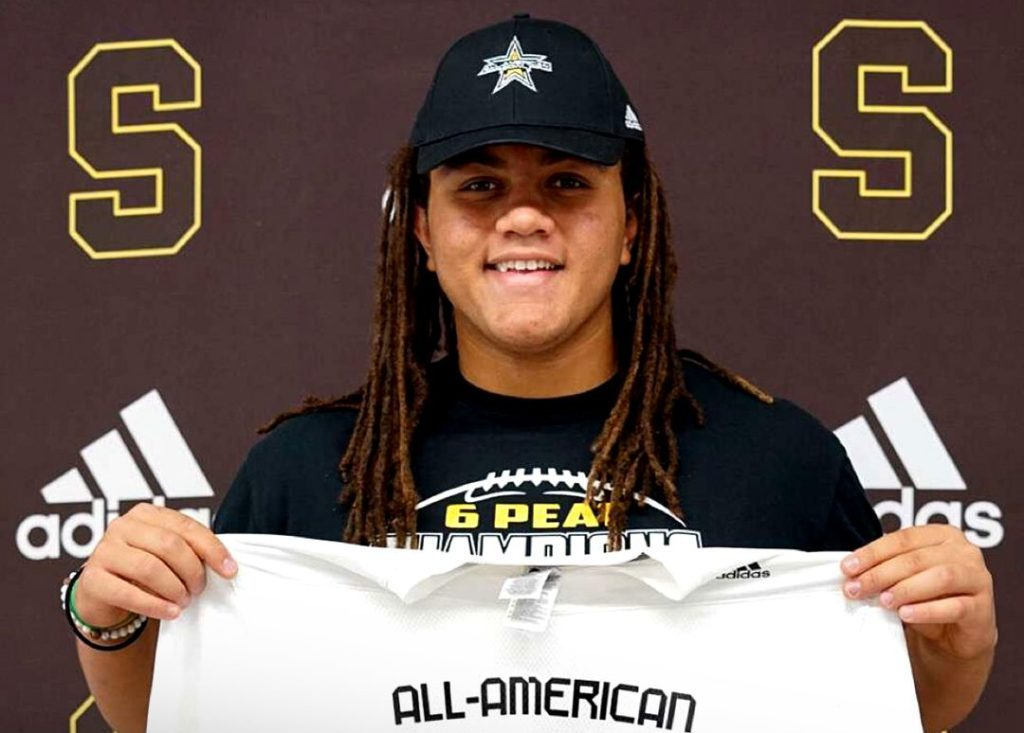 Offensive Lineman Bram Walden (Scottsdale, Arizona/ Saguaro High School), the University of Oregon commit, was officially honored today as a 2021 All-American