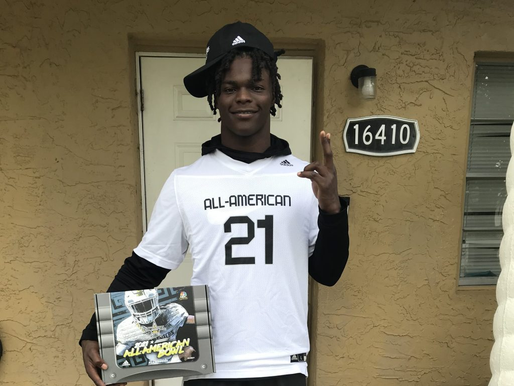 Linebacker Terrence Lewis (Miami, Florida/ Miami Central Senior H.S.), the University of Tennessee commit, was officially honored today as a 2021 All-American.