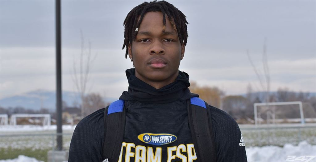 The 2022 All-American Tobias Merriweather from Union High School in Camas, Washington has verbally committed to the Irish.