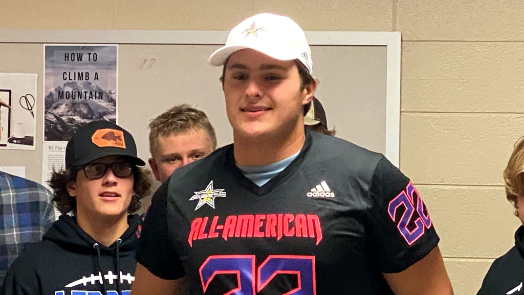 Offensive lineman Billy Schrauth (Fond Du Lac, Wisconsin/St. Mary's Springs Academy), the four-star prospect, was officially honored as a 2022 All-American