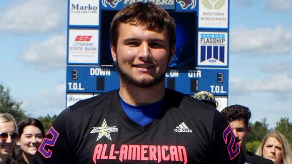 Offensive lineman Carson Hinzman (Hammond, Wisconsin/St. Croix Central H.S.), the four-star prospect, was officially honored as a 2022 All-American.
