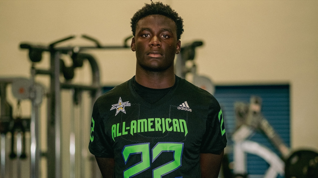 Defensive lineman Nyjalik Kelly (Fort Lauderdale, Florida/ Dillard H.S.), the four-star prospect, was officially honored as a 2022 All-American.