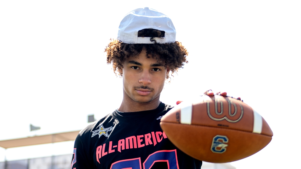 Wide receiver Kyion Grayes (Chandler, Arizona/ Chandler H.S.), the Ohio State University commit, was officially honored as a 2022 All-American.