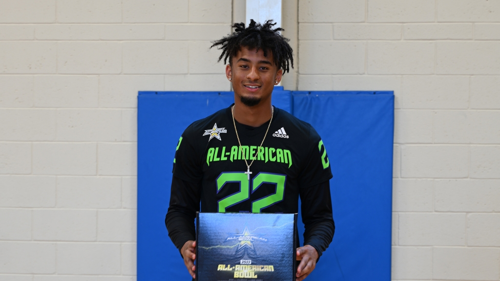 Defensive back Devin Moore (Naples, Florida/ Naples H.S.), the University of Notre Dame commit, was officially honored as a 2022 All-American.